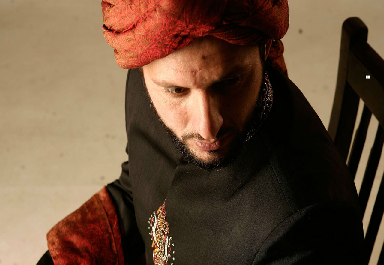 Shahid-Afridi-Clothing-Mens-Eastern-Wear-Kurta-and-Sherwani-Designs-(7)