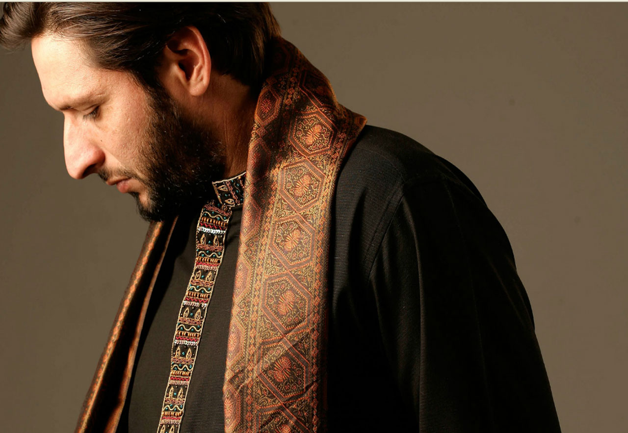 Shahid-Afridi-Clothing-Mens-Eastern-Wear-Kurta-and-Sherwani-Designs-(8)