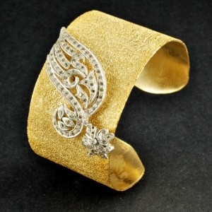 Fixed Golden Bangle for Girls 300x300 Bangles Design for Girls, Women and Brides by Pure Elegance new trends jewellery fashion accessories  Yellow Gold White Gold Silver Jewellery Pure Elegance Bridal Jewellery Styles Best Bangles Styles Beads Jewellery Bangles for Eid Bangles Designs Bangles by Pure Elegance Artificial Jewellery